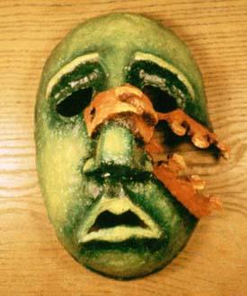 """""""Innanför"""" Mask i papier-maché och akrylfärg Privat ägo, 1986"""