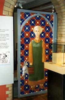 """""""Bondflicka"""", del av basutställningen """"Porten mot väster"""" Vinyl på linne, 200 cm hög Göteborgs Stadsmuseum, 1997"""