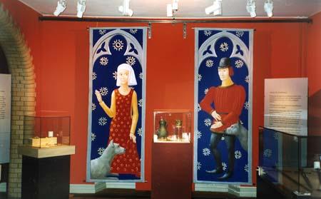 """""""Adel"""", del av basutställningen """"Porten mot väster"""" Vinyl på linne, 150 cm hög Göteborgs Stadsmuseum, 1997"""