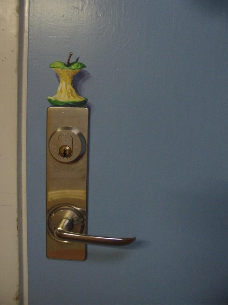Illusionsmålning på dörr, vinyl, Altorpskolan, Herrljunga, 2007