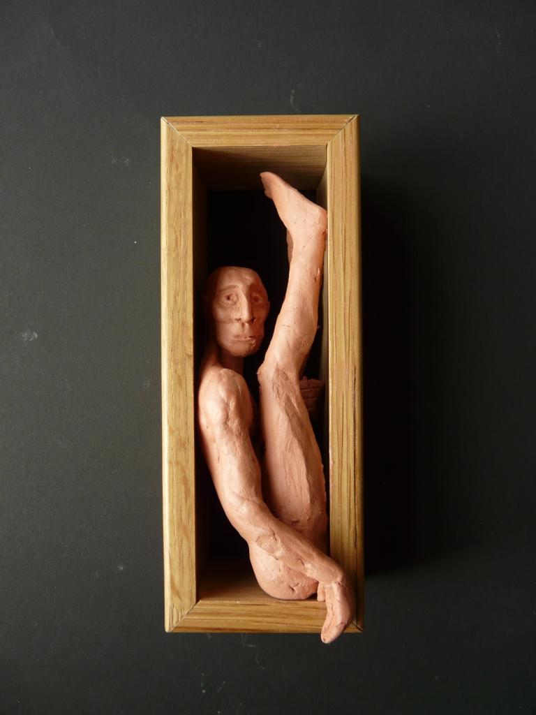 """""""Man 14"""", lufttorkad lera i låda av ek, 2008"""