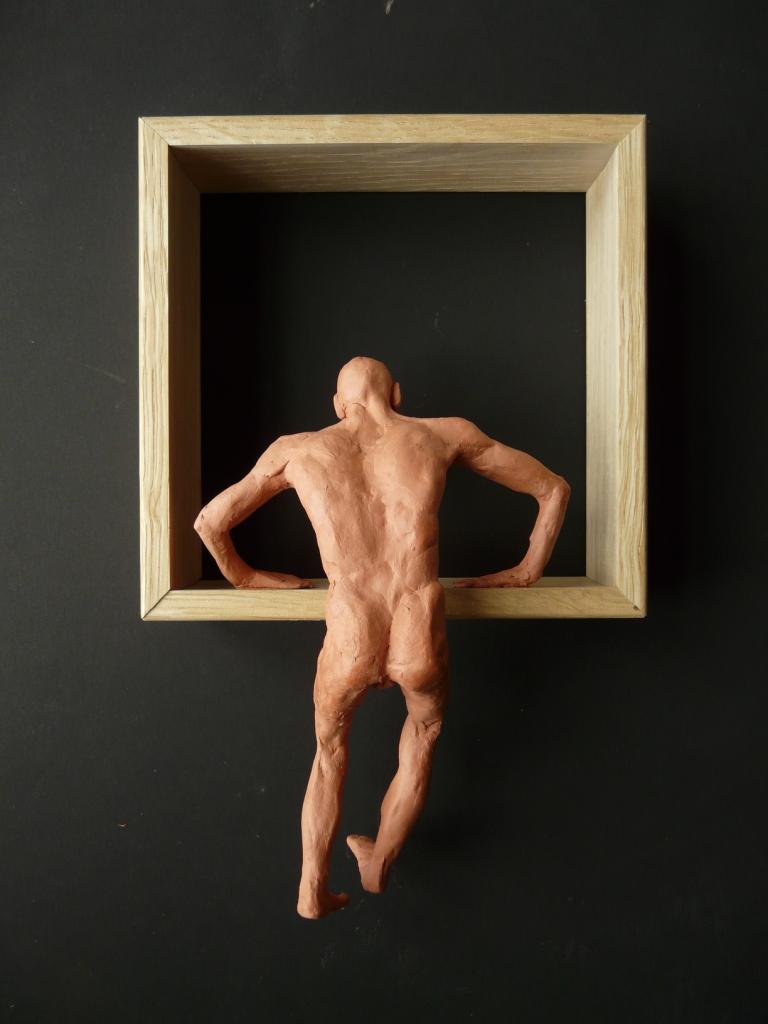 """""""Man 20"""", lufttorkad lera i låda av ek, 2008"""