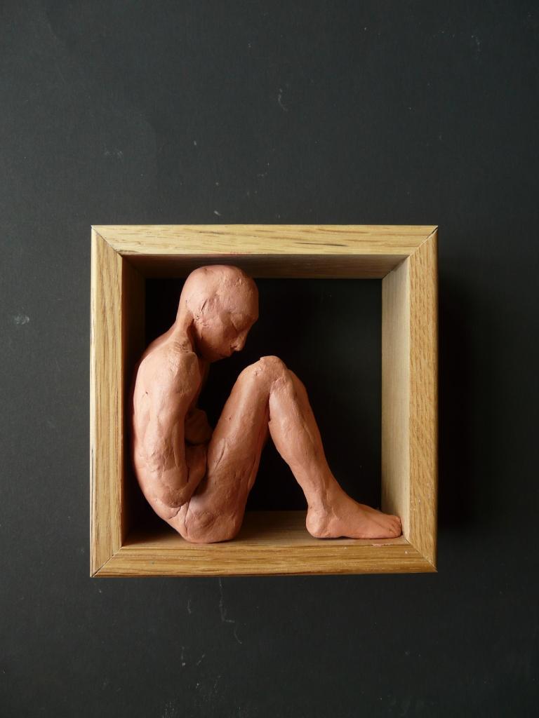 """""""Man 23"""", lufttorkad lera i låda av ek, 2008"""