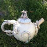 Klaras tekanna i keramik.